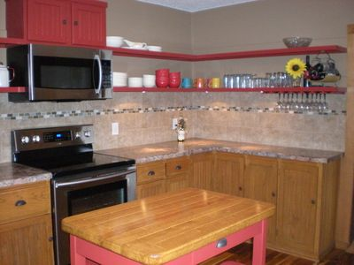 Large functional kitchen with breakfast bar