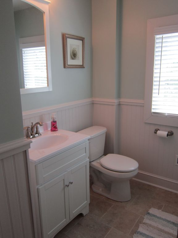 Upstairs full bathroom