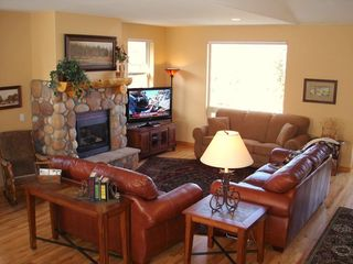 Silverthorne townhome photo - Comfortable Living Room w/ Fireplace and Large HDTV