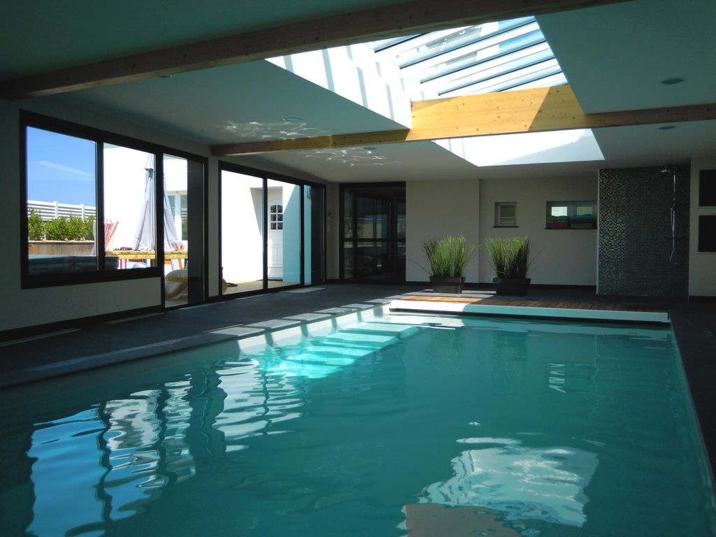Villa 5 en bretagne finistere avec piscine privee 30 c jacuzzi vue sur mer finist re abritel for Piscine d interieur
