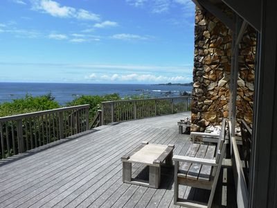 Huge ocean-front deck with 180 degree views of the Oregon Coast!