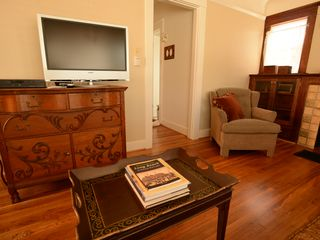 Long Beach bungalow photo - Cable TV & Speedy Wireless Internet -Antiques Throughout.