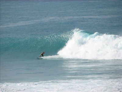 Kailua Kona condo rental - Surfer being chased by wave, taken from KBK305 Lanai