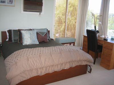 Playa Del Rey house rental - Front Bedroom with Queen size bed and desk.