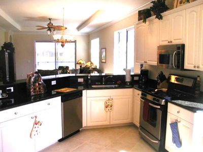 Fully Equipped Gourmet Kitchen, Just bring your Food!!
