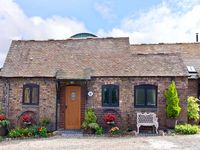 RICKYARD COTTAGE, character holiday cottage in Leighton, Ref 8402