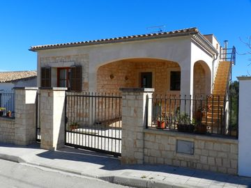 Family friendly, comfortable house in the romantic Cala Llombards