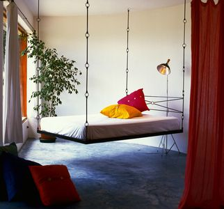 Garden suite with hanging-bed (and queen bed)
