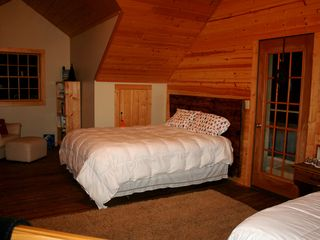 Lake City lodge photo - Two queen beds with private belcony and crib