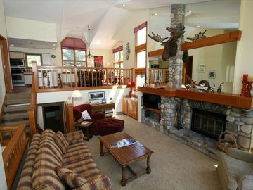 Beaver Creek townhome rental - Spacious Main Room with Beautiful Fireplace