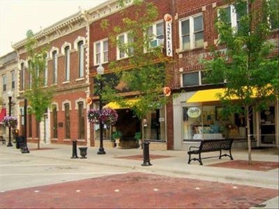 Downtown Gallatin ..where there are restaurants for you to enjoy!