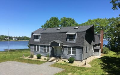 Spacious waterfront home less than  2 miles from  UNE near Kennebunkport line