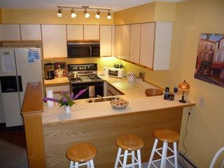 Killington townhome photo - Fully equiped Kitchen with breakfast bar