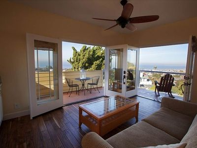 Point Loma house rental - Upstairs suite living room with full wet bar and perfect seats for sunsets.