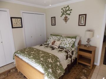 Hot Springs Village tower rental - Master bedroom, full size bed. Small balcony overlooking the back of the townhouse.
