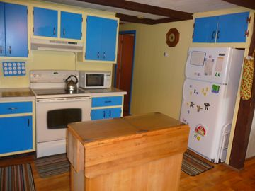 Full size kitchen w/oven, refrig. microwv, coffee maker & kitchen island