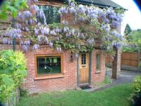 Stunning English country cottage an hour from Central London