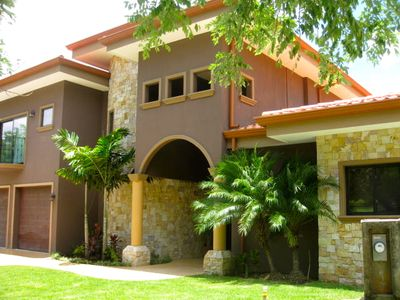 Luxury Private 4 bedroom home and pool. Sleeps 8 - extra beds and cribs avail.
