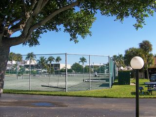 Fort Myers Beach condo photo - Great Tennis Courts and BBQ's