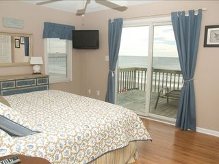 Emerald Isle cottage photo - Master suite with amazing sunrises