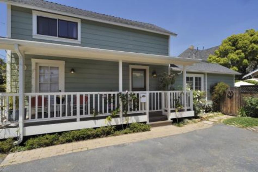 Charming Downtown 2Bed/2Bath- just 3 blocks to State St. restaurants & shops!