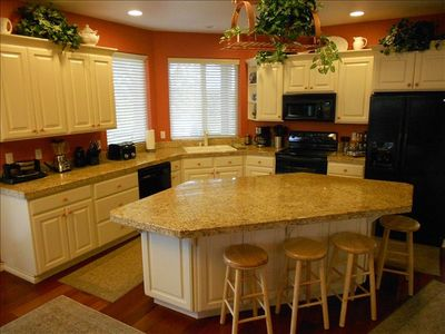 Complete kitchen w/granite counter tops - PERFECT for cooking MEMORABLE meals!