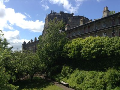 Edinburgh city centre apartment, under the Castle