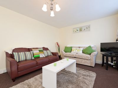 Spacious 2 bed, 2 bath,  Kilmainham, Dublin 8 with parking & wifi.
