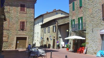 Piazza 20 meters down from casa..Cafe, Post Office, Meat Market,Restaurant,Bank.