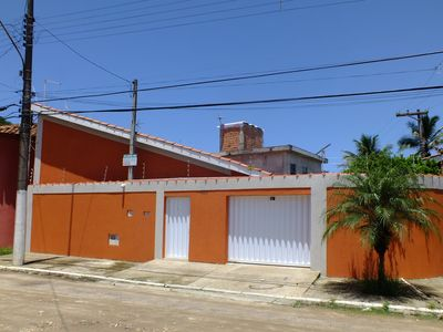 The house is close to shopping centers, markets, restaurants and the coolest, the beach!