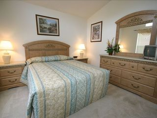 Emerald Island villa photo - Queen Bedroom 1