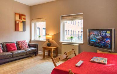 Comfortable 3 Bedroom Flat w/ Private Parking.