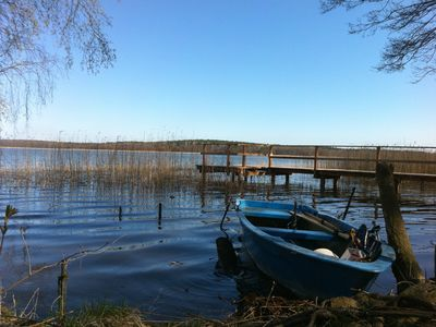 Very quiet situated 7500m² lake property, own footbridge