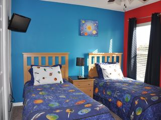 Emerald Island villa photo - boys twin room