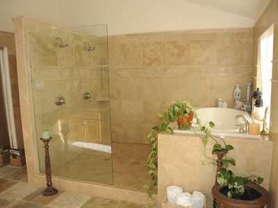 Master Bath, dual shower head and jacuzzi tub