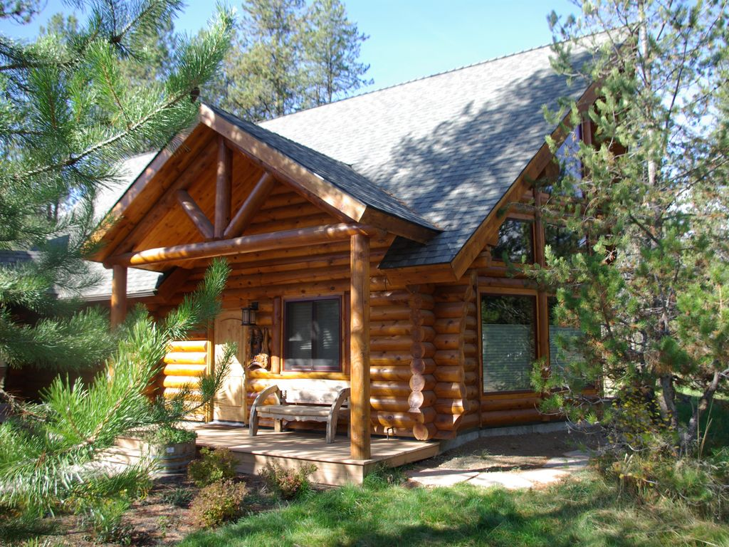 High end finishes log cabin close to lake vrbo for Elevated log cabin
