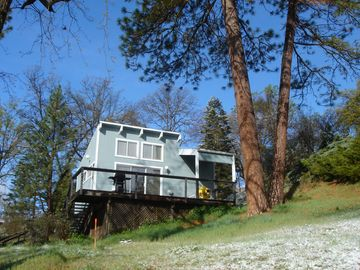 Sequoia Park cottage rental - Sequoia Resort - House 2 -Artist's Studio
