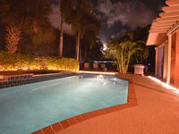 Enjoy a Tropical Paradise - PRIVATE Salt Water Pool - Close to Beach, Palm Beach