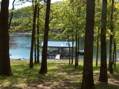 Easy steps to the water's edge. Come and play in the warm Tablerock Lake waters