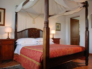 Cortona villa photo - La Colonica Bedroom: Four Poster bed