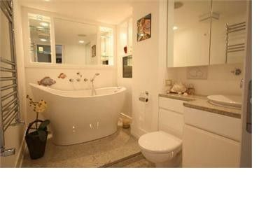 Pimlico apartment rental - Bathroom