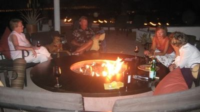 New Sky-Deck, great for up to 12 people - gas fireplace, tiki torches