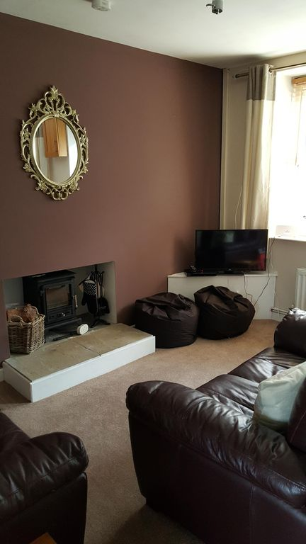 2 bed cottage near Swansea Beaches and Brecon Beacons - dogs stay for free!