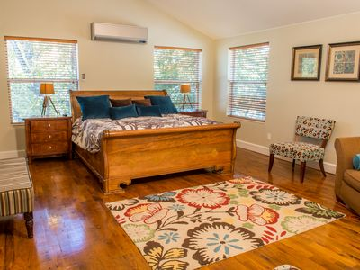 Austin house rental - Huge master bedroom, king bed, hardwood floors, ensuite bath, large closet