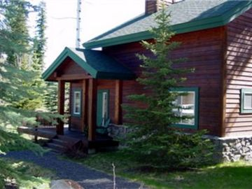 McCall cottage rental - View - View to front from pathway