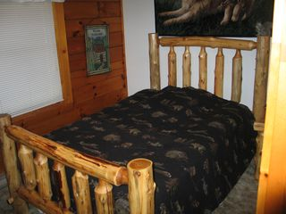 Emerald Lakes house photo - Bedroom with log furniture