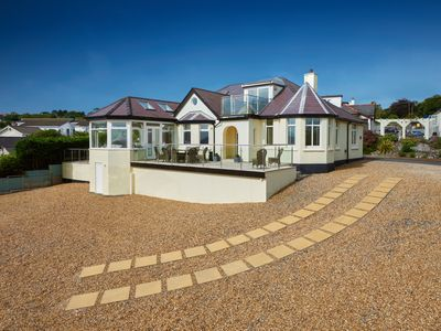 AA 5 Star House withStunning Beach Views perfect location for Families & friends