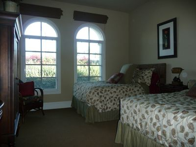 Two Full Beds With Own Private Bathrrom And Palm Trees View...