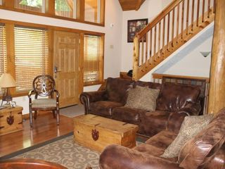 Branson lodge photo - Living Room with Plenty of Natural Sunlight