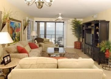 Den with flatscreen tv and sofabed. Beach view.